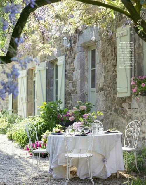 colazione fiori tavolo