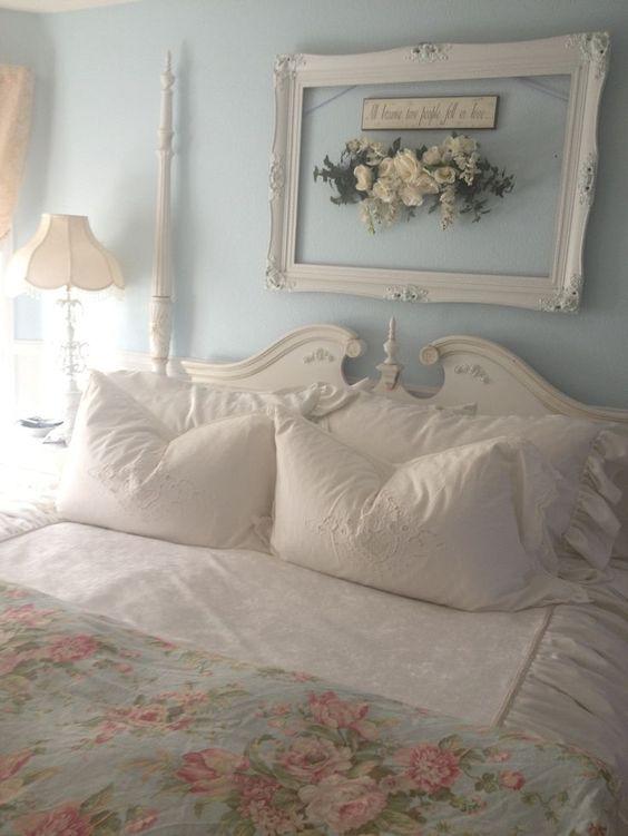 cornice sopra il letto