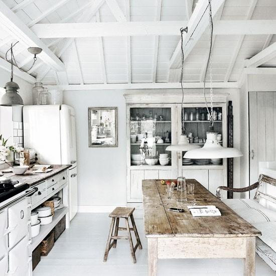 cucina bianca tavolo decapato