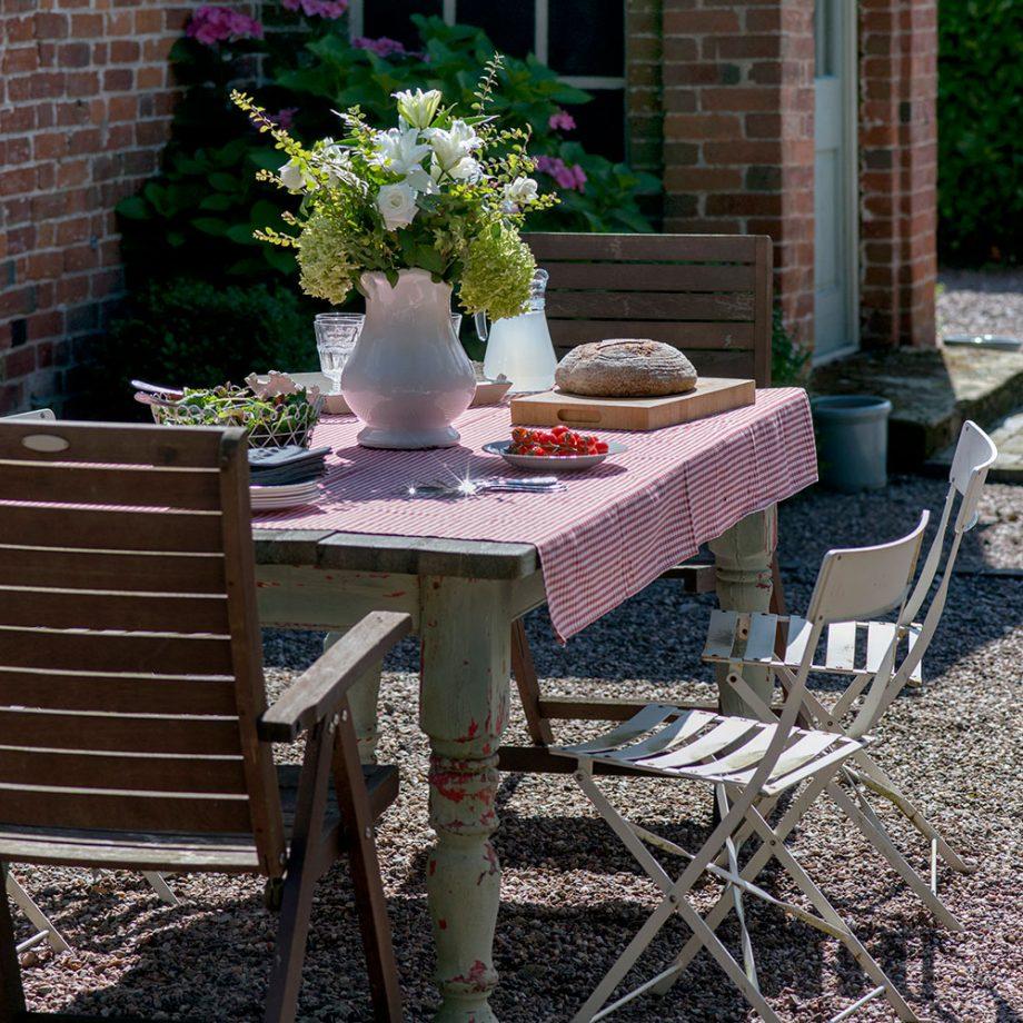5 idee shabby chic per il giardino e gli spazi esterni for Giardino e arredamento esterni