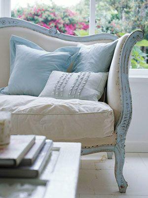divano azzurro bianco