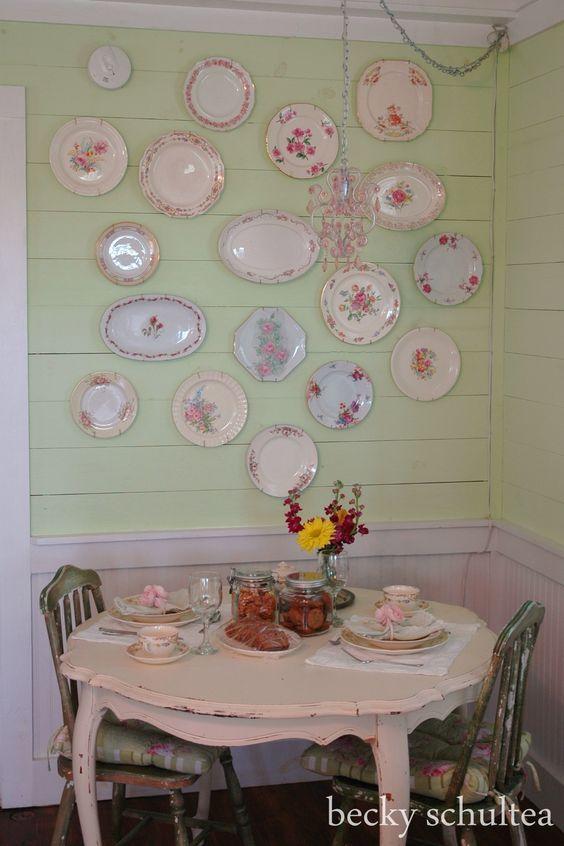 piatti muro cucina