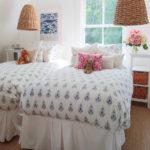 camera da letto comodini fiori