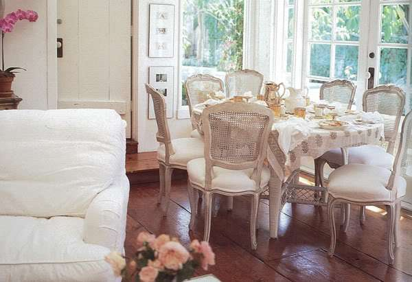 sala da pranzo vecchie sedie