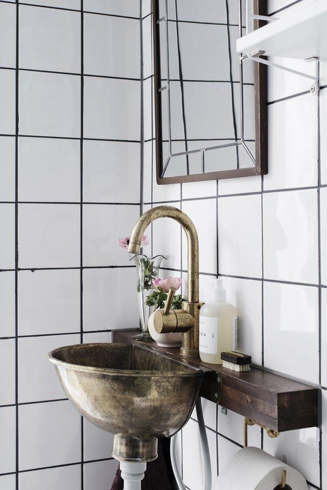 5 idee essenziali e meravigliose per il bagno shabby ecco - Quadri in bagno ...
