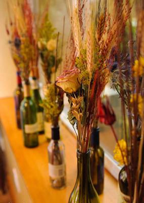 bottiglia di vetro-fiori-secca-decorare-a-casa